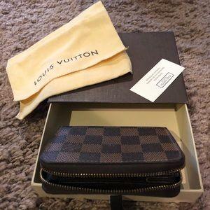 100% authentic Louis Vuitton Zippy Wallet Damier